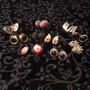 10 pairs of fashion post earrings.